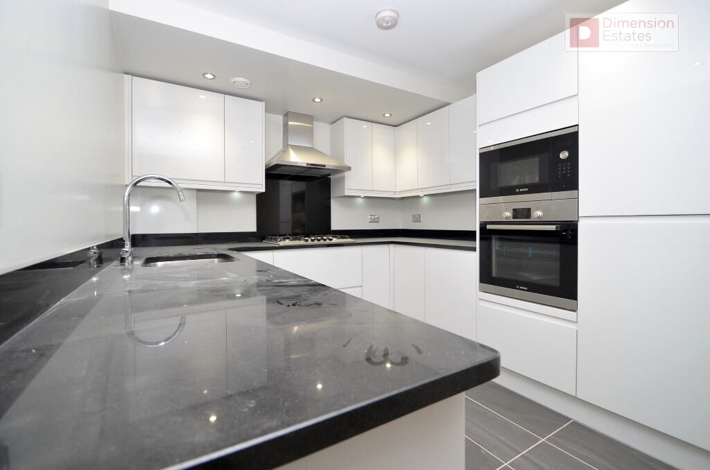 Stunning 3 Bed + 2 Bath Victorian Conversion In Hackney, E5 - Private Garden - Available Now!