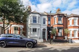 A spacious 4 bedroom flat set over two floors in a central Clapham location. Netherford Road, SW4