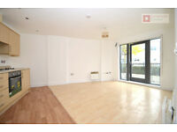 Modern 2 Bed Flat In Hackney, E5 - Private Balcony - Available Now!