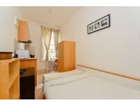 Studio flat with open plan kitchen & private bathroom located just outside of the flat. FREE WIFI