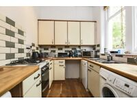 We are pleased to offer this two bedroom ground floor purpose built flat on Victoria Crescent.