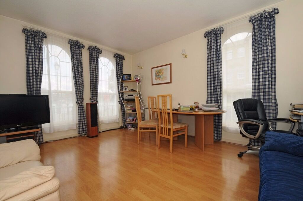 Frederick Square - A well presented two bedroom two bathroom apartment to rent with river views