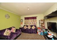 2 bedroom flat in Gifford Gardens, London, W7