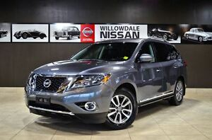2015 Nissan Pathfinder SL AWD, Tech, Navi, Pano roof, Leather