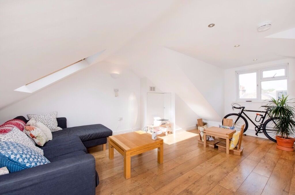 Top Floor Spacious Apartment, Double Bedroom, Furnished / Unfurnished - Ealing, W13 - £1,300 PCM