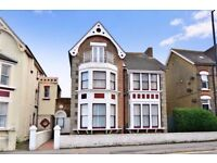 Double room in Victorian house opposite Margate Beach and near the station
