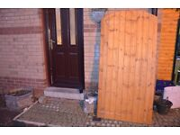 GRANGE TIMBER SIDE ENTRY ARCHED GATE (H)1.8M (W)0.9M