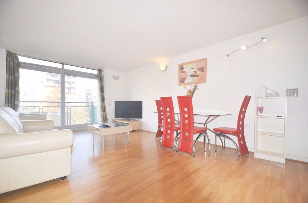 STUNNING 2 BED FLAT WITH BALCONY IN GREENWICH
