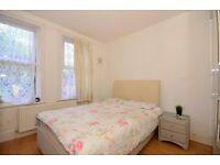 A) AWESOME ROOM IN KINGS CROSS, 5MIN TO THE STATION