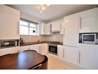 3 spacious double bedroom flat 5 min walk from 2 tube stations