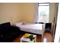 Big en-suit double room to rent close to two tube stations on zone 2-3 - All bills & WI-FI included