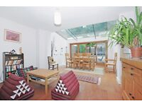 Hithe Grove - A wonderfult three doubl ebedroom two bathroom town house with private roof terrace