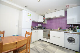 Stoke Newington N16 --- Fantastic 2 Bed Apartment With Roof Terrace ---- £347pw --- N16 9LD