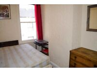 Double High Ceilinged Room With Wifi 2 Bathrooms Large Kitchen & Living Room In Victorian Town House