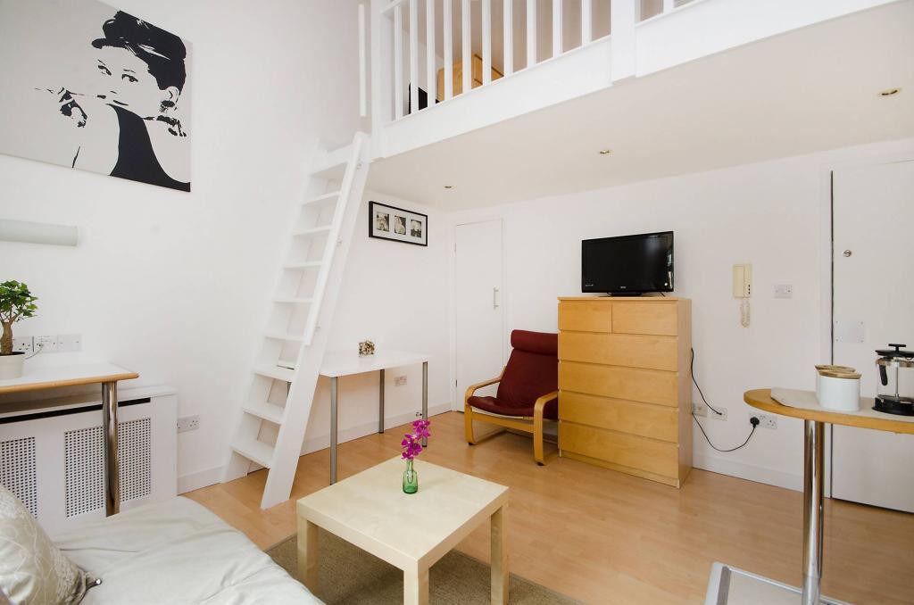 Earls Court – Split Level Studio Flat with Balcony *
