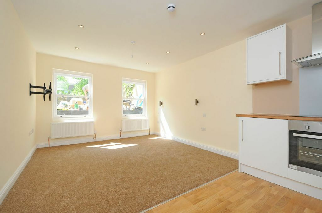 MODERN AND NEWLY BUILT 1 BEDROOM FLAT TO RENT IN SOUTH HAMPSTEAD