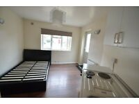 ALL BILLS INCLUDED LARGE STUDIO FLAT 2 MINUTES TO BRUCE GROVE STATION TOTTENHAM FOR 1 PERSON