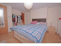 SPLIT LEVEL THREE BED THREE BATH TOWNHOUSE IN LONDON BRIDGE WITH GARDEN £550PW AVAIL NOW