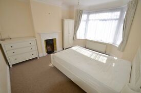 Lovely furnished bright double room to rent in modern shared house in Branksome all bills inc