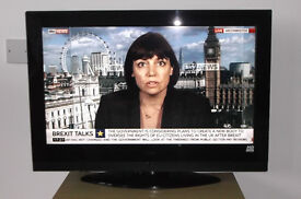 HITACHI 32INCH, HD READY, WITH FREEVIEW AND STAND