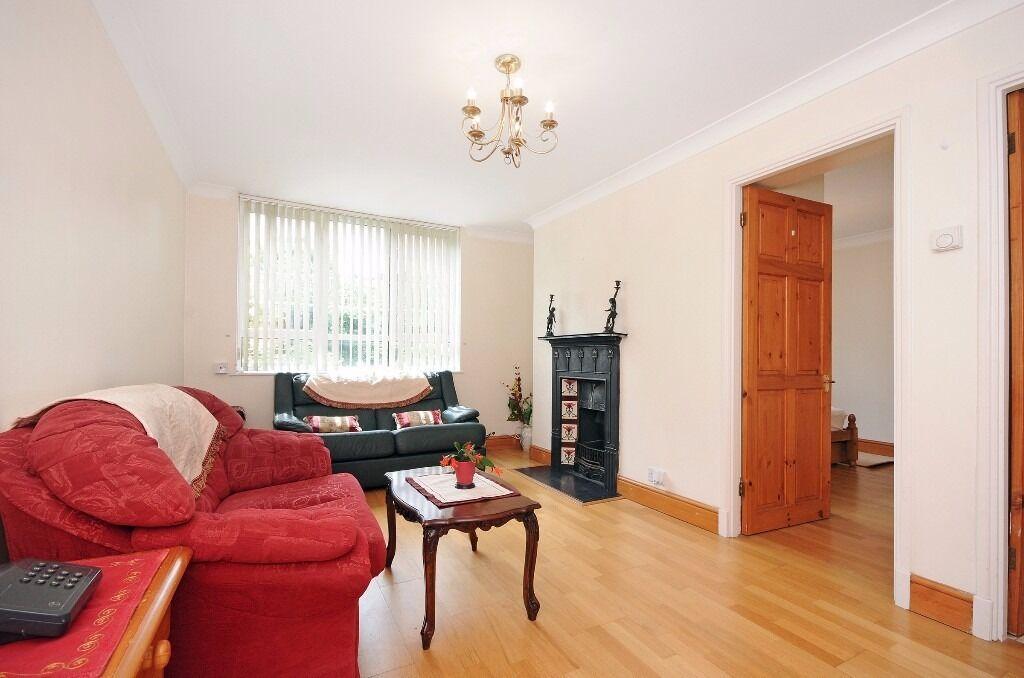 1 Double Bedroom, Purpose Built, Off Street parking, Communal Gardens - Ealing, W5 - £1,300 PCM