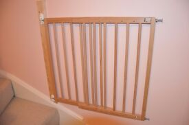 4 x wooden stairgates