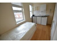 STUDIO FLAT FOR SINGLE PERSON AVAILABLE NOW 10 MINUTES WALK TO WALTHAMSTOW CENTRAL STATION