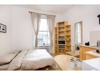SHORT LET-MODERN studio apartment-FREE WI-FI and SKY TV