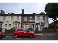 SHARE HOUSE: 3 rooms available to rent in Newton Road, Stratford, E15
