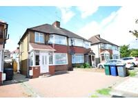 4 bedroom house in The Greenway, London, NW9