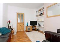 First Floor, Split Level One Double Bedroom Conversion Flat on Gilbey Road, SW17, £1200 Per Month