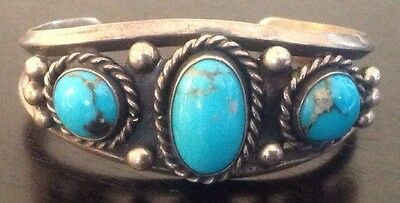 GORGEOUS VINTAGE NAVAJO BISBEE TURQUOISE & STERLING SILVER ROW CUFF BRACELET