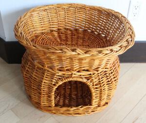 Wicker cat house, wooden bed $ 15 EACH