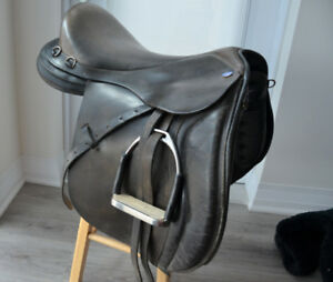 Gently used dressage saddle black very comfortable