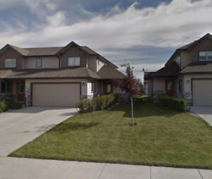 Modern Townhouse for Rent 3BR 3BA 5AP, Great Area, Fort Macleod