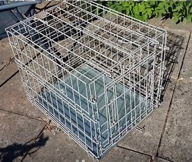Small folding dog crate/cage with tray, used good condition