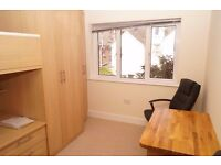 Luxurious Single room for rent close to Poole Hospital with private Kitchenette - bills included