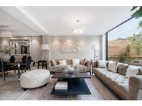 5 bedroom house in Court Close, St. Johns Wood Park NW8