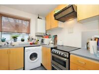 2 bed flat, ground floor located on Queen Elizabeth Walk, close to Clissold Park