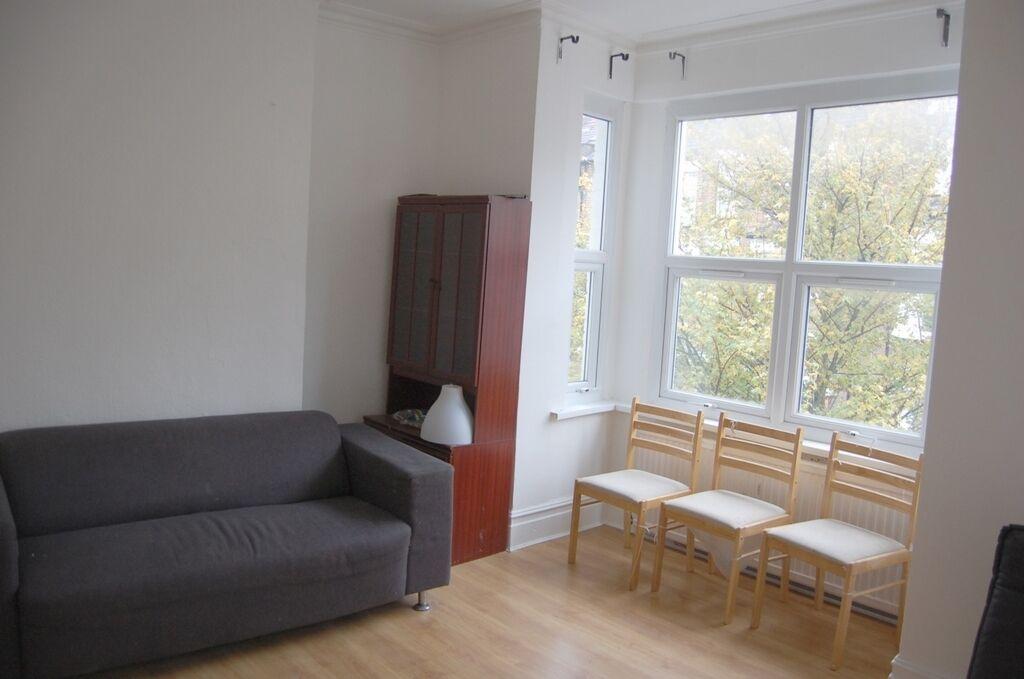 2 bedroom flat in Glengall Road, Kilburn, NW6