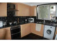 2 bedroom flat in Sceptre House, Malcolm Road, London, E1