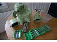 Twin gear juicer