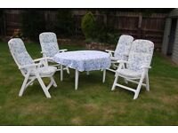 5-piece Garden Furniture Set complete with cushion pads and tablecloth