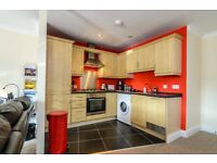 APT IN PRIVATE DEVELOPMENT WITH PARKING AVAIL IMMEDIATELY £1,000 PER MONTH TO INCLUDE BILLS