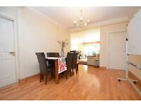 MAGNIFICENT 4 BED BUNGALOW AVAILABLE - VAST REAR GARDEN - VERY NICE LAYOUT