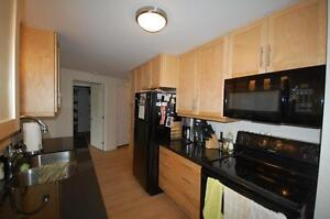 Rare Vacancy in Vic Suites-1& 2 Bdrm+Den Avail NOW/April/May!