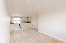 NEWLY REFURBISHED 2 BED APARTMENT. ONE DOUBLE, ONE SINGLE. PERFECT FOR A COUPLE OR SHARERS!