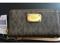 *NEW WITH TAG* Michael Kors purse/ wristlet fits mobile phone RPR£95