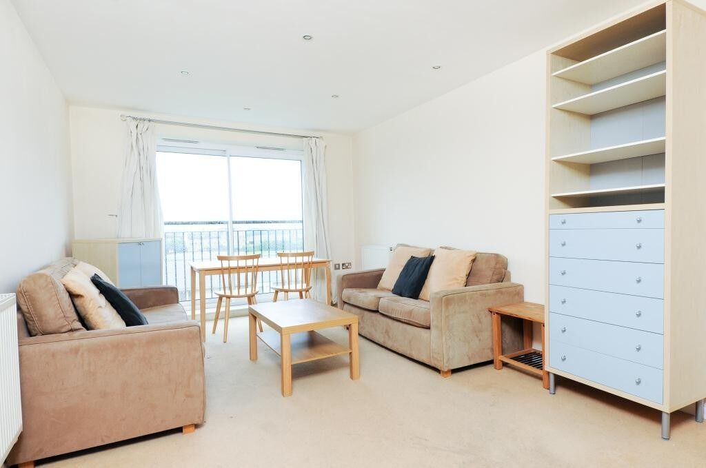 A stunning 1 Bed Apartment in Canary Wharf, E14, minute to DLR station, Concierge, Parking included