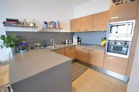 IMMACULATE 2 BED FLAT IN THE HEART OF KENSINGTON - 2DOUBLE BEDS, 2 BATHROOMS - SHARERS WELCOME!